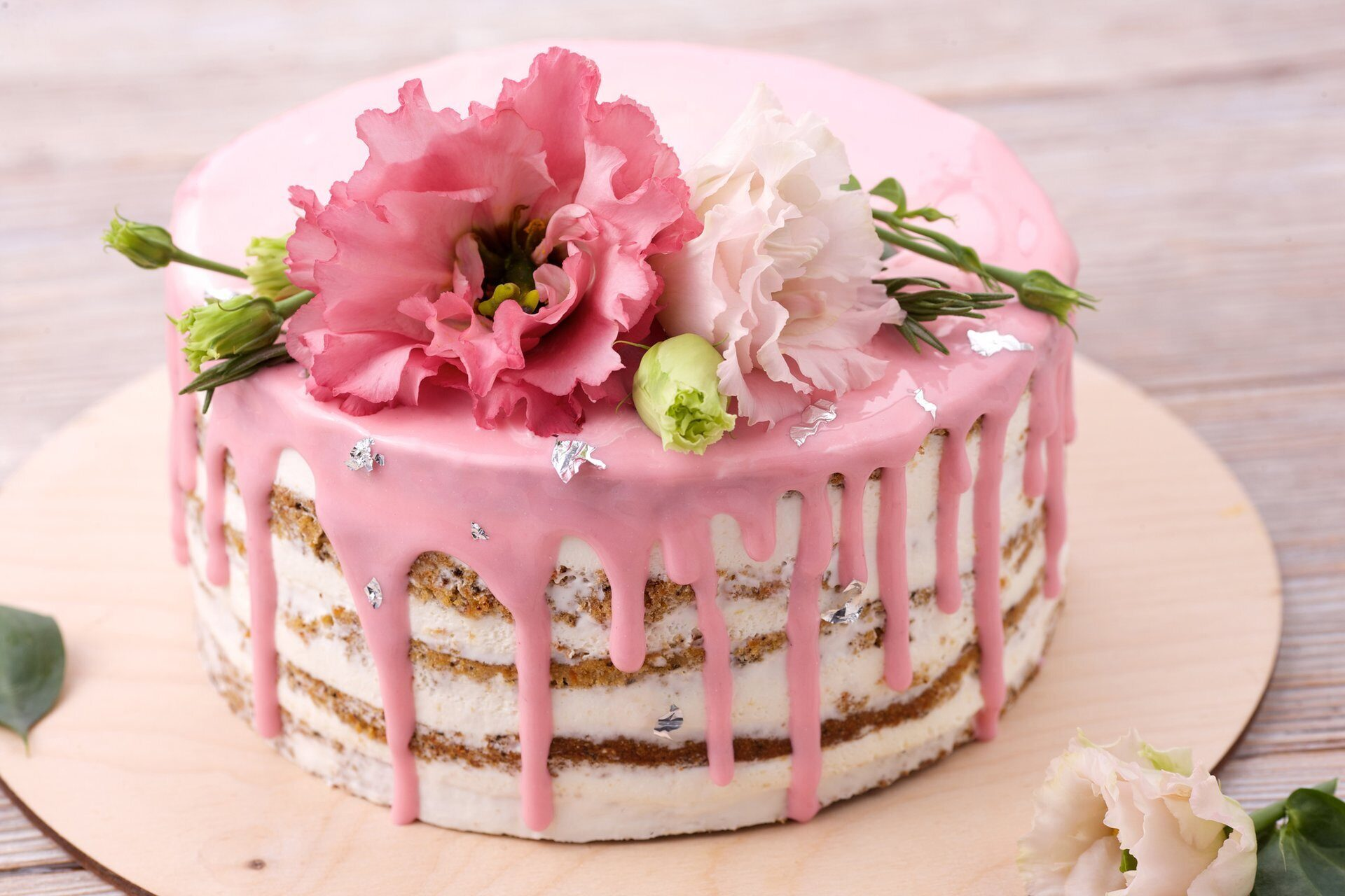 Анимированная, с днем рождения картинки с тортиками и цветами